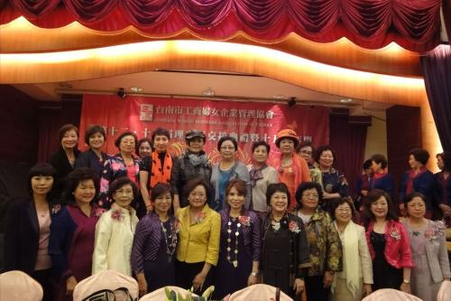 **15th Nov. 2011 : Tainan County Branch of TWEA held the Handover Ceremony of the Presidents. **2011-11-15台南縣工商分會舉行新舊任理事長交接典禮